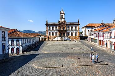 Tiradentes Plaza and Da Inconfidencia Museum, Ouro Preto, UNESCO World Heritage Site, Minas Gerais, Brazil, South America