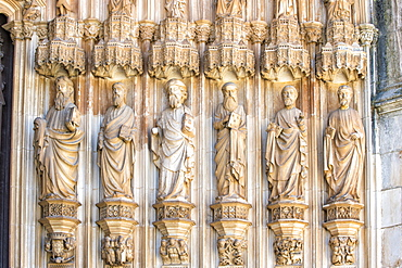 Apostles on the main entrance to the Dominican Abbey of Santa Maria de Vitoria, UNESCO World Heritage Site, Batalha, Estremadura, Portugal, Europe