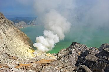 Kawah Ijen volcano (Ijen crater and lake), Banyuwangi, East Java, Indonesia, Southeast Asia, Asia