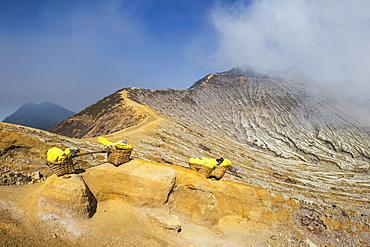 Kawah Ijen volcano ridge (Ijen crater), Banyuwangi, East Java, Indonesia, Southeast Asia, Asia