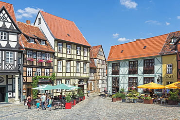 Square with half-timbered houses, Quedlinburg, UNESCO World Heritage Site, Harz, Saxony-Anhalt, Germany, Europe