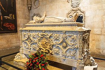 Tomb of Vasco da Gama, Santa Maria Church, Mosteiro dos Jeronimos (Monastery of the Hieronymites), UNESCO World Heritage Site, Belem, Lisbon, Portugal, Europe