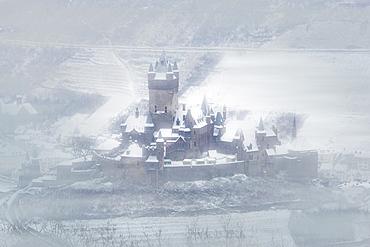 Cochem Castle and the Mosel River in winter, Cochem, Rheinland-Pfalz (Rhineland-Palatinate), Germany, Europe