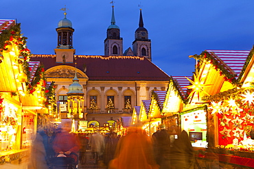 Christmas Market in the AlterMarkt with the Baroque Town Hall in the background, Magdeburg, Saxony-Anhalt, Germany, Europe