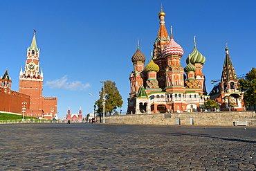 Red Square, St. Basil's Cathedral and the Saviour's Tower of the Kremlin, UNESCO World Heritage Site, Moscow, Russia, Europe