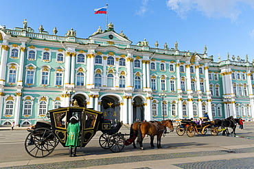 Horse drawn carriages in front of the Winter Palace (State Hermitage Museum), Palace Square (Dvortsovaya Place), UNESCO World Heritage Site, St. Petersburg, Russia, Europe