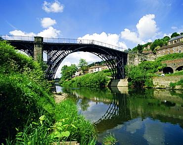 Iron Bridge over the River Severn, Ironbridge, Shropshire, England, UK
