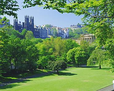 National Gallery and Princes Street Gardens, Edinburgh, Lothian, Scotland, UK, Europe