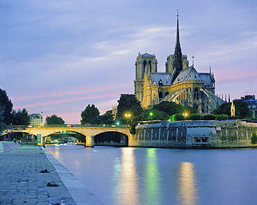 Notre Dame and the River Seine, Paris, France, Europe