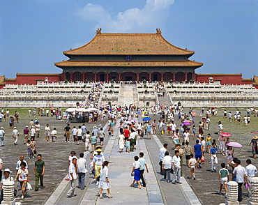 Crowds before the Hall of Supreme Harmony, Imperial Palace, Forbidden City, Beijing, China, Asia