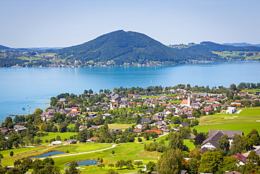 Elevated view over picturesque Weyregg am Attersee, Attersee, Salzkammergut, Austria, Europe