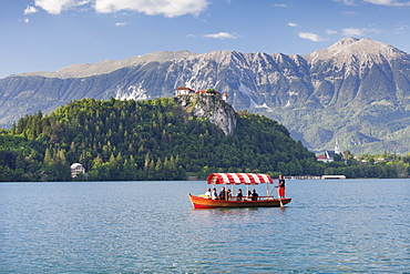 Excursion boat, Bled Castle, Lake Bled, Gorenjska, Julian Alps, Slovenia, Europe
