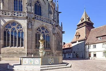 Lowenbrunnen Fountain, Heilig Kreuz Minster, belltower in the background, Schwabisch Gmund, Baden Wurttemberg, Germany, Europe