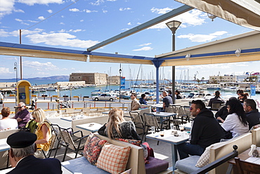Street Cafe, Venetian harbour, Venetian Fortress, Iraklion (Heraklion) (Iraklio), Crete, Greek Islands, Greece, Europe