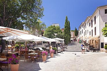 Street cafes and restaurant at market place Placa Major, Pollenca, Majorca, Balearic Islands, Spain, Europe