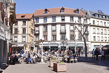 Street cafe, Place de la Cathedrale, Colmar, Alsace, France, Europe