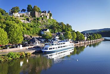 Excursion boat on Saar River, castle ruin, Saarburg, Rhineland-Palatinate, Germany, Europe