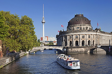Excursion boat on Spree River, Bode Museum, Museum Island, UNESCO World Heritage Site, TV Tower, Mitte, Berlin, Germany, Europe