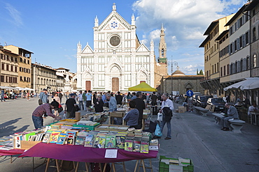 Flea market in front of the church of Santa Croce, Florence, UNESCO World Heritage Site, Tuscany, Italy, Europe