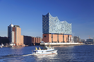 Excursion boat on Elbe River, Elbphilharmonie, HafenCity, Hamburg, Hanseatic City, Germany, Europe