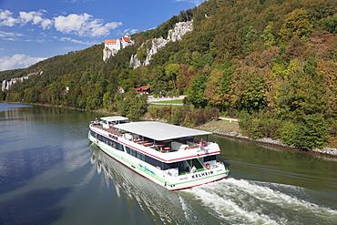 Excursion boat, Prunn Castle, Riedenburg, nature park, Altmuhltal Valley, Bavaria, Germany, Europe