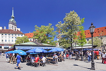 Viktualienmarkt Market with St. Peter's Church (Alter Peter), Munich, Bavaria, Germany, Europe