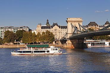 Chain Bridge over Danube River, Hotel Four Seasons Gresham Palace, Budapest, Hungary, Europe