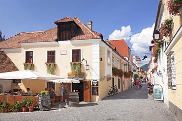Main street in the old town, Altes Presshaus Restaurant, Durnstein, Wachau, Lower Austria, Europe