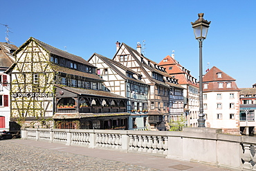 Pont St. Martin, La Petite France, UNESCO World Heritage Site, Strasbourg, Alsace, France, Europe