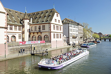 Excursion boat on Ill River, Historical Museum, Strasbourg, Alsace, France, Europe