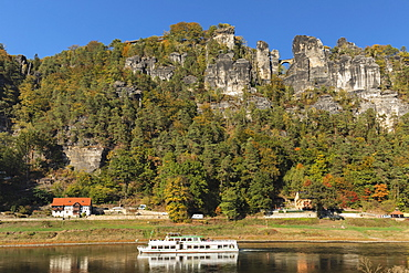 Excursion boat on Elbe River, Bastei Bridge, Elbsandstein Mountains, Saxony Switzerland National Park, Saxony, Germany, Europe