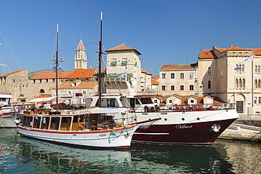 Old Town of Trogir, boats in harbour, Trogir, UNESCO World Heritage Site, Dalmatia, Croatia, Europe