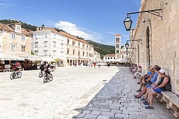 Restaurants at the Main Square with Sveti Stjepan Cathedral, Hvar, Hvar Island, Dalmatia, Croatia, Europe