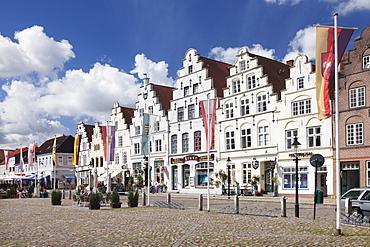 Market square with Dutch renaissance buildings, Friedrichstadt, Nordfriedland, Schleswig Holstein, Germany, Europe