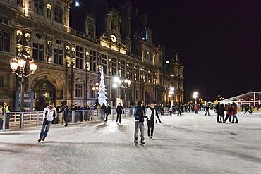 Ice skaters at the town hall Hotel de Ville at Christmas season, Paris, Ile de France, France, Europe