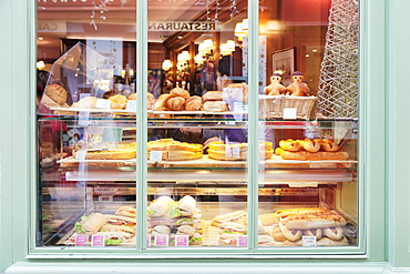 Shop window with sandwiches and Quiche Lorraine at the Place du Tertre, Montmartre, Paris, Ile de France, France, Europe