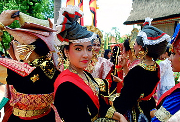 Dancers in national dress in Indonesia