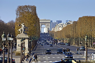 Champs-?lys?es to the Arc de Triomphe, Paris, France