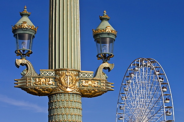 Streetlight and Place de la Concorde ferris wheel, Paris, France