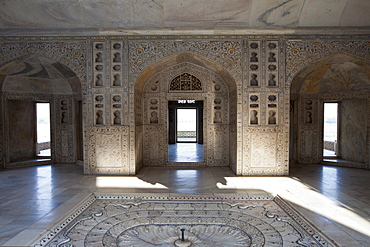 Khas Mahal Palace with pietra dura jewel inlay in marble built 17th Century by Mughal Shah Jehan for his daughters at Agra Fort, India
