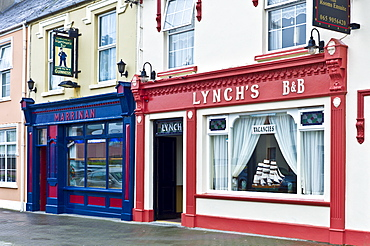 Lynch's Bed and Breakfast guesthouse and Marrinan bar in tourist resort town of Kilkee, County Clare, West of Ireland