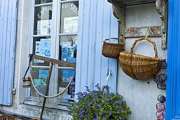 Street scene souvenir shop Esprit de Sel at St Martin de Re,  Ile de Re, France