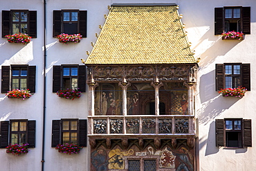 Goldenes Dachl (Golden Roof), built in 1500 with fire-gilded copper tiles in Herzog Friedrich Strasse in Innsbruck the Tyrol, Austria, Europe