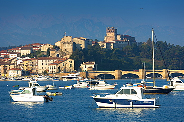 San Vicente de la Barquera, maritime town and holiday resort in Cantabria, Northern Spain, Europe