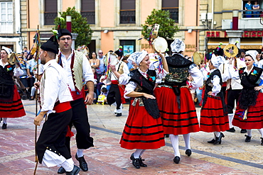 Dancing at traditional fiesta at Villaviciosa in Asturias, Northern Spain, Europe