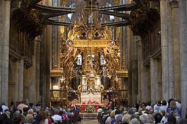 Mass being celebrated by priest in Roman Catholic Cathedral, Catedral de Santiago de Compostela, UNESCO World Heritage Site, Santiago de Compostela, Galicia, Spain, Europe