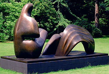 Cast in bronze a sculpture by sculptor Henry Moore, France