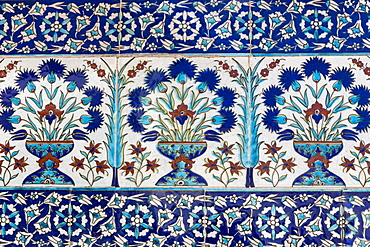 Ceramic tiles in floral design in Privy Chamber of Crown Prince in Topkapi Palace, UNESCO World Heritage Site, in Istanbul, Turkey, Europe, Eurasia