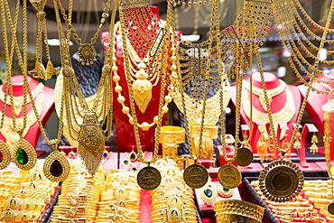 Gold jewelry necklaces and bracelets in goldsmiths shop, Grand Bazaar (Great Bazaar) (Kapali Carsi), Beyazi, Istanbul, Turkey, Europe