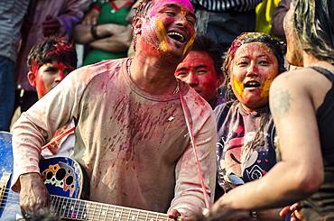 A roving band entertain the crowd during Holi festival celebrations, Basantapur Durbar Square, Kathmandu, Nepal, Asia
